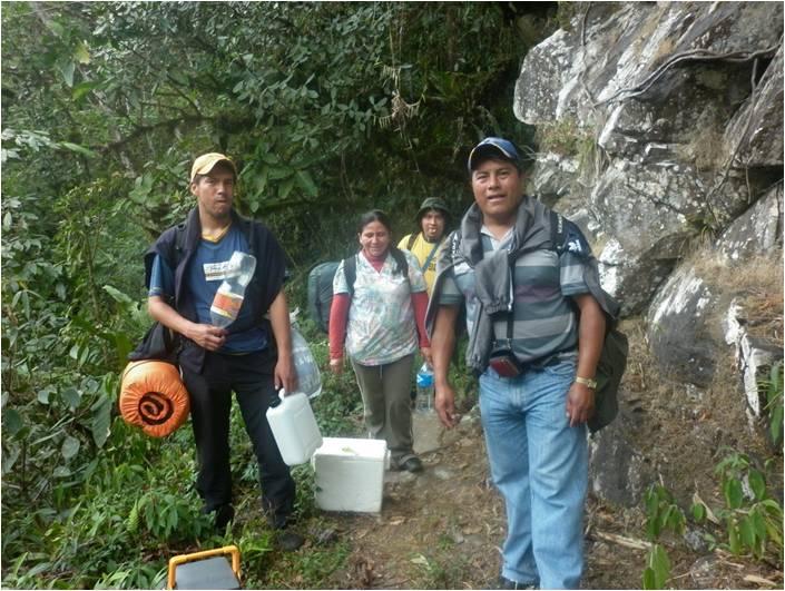 Verantwortliche von ANAWIN unterwegs zur abgelegenen Gemeinschaft Carmen Pampa