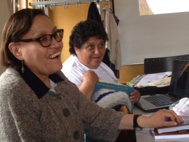 """Teresa Subieta, Direktorin unserer Partnerorganisation """"Contexto"""" aus Bolivien, zusammen mit Marcela Matias, Verantwortliche der Frauenkooperative """"Juana Azurduy de Padilla"""" (4. Juni)"""
