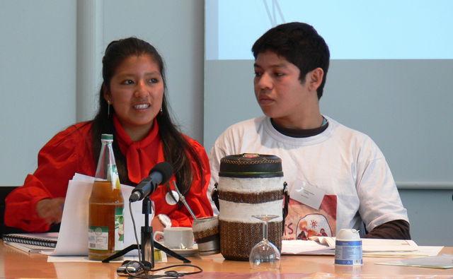 Podiumsdiskussion mit zwei Kinderarbeitern aus Bolivien und Paraguay